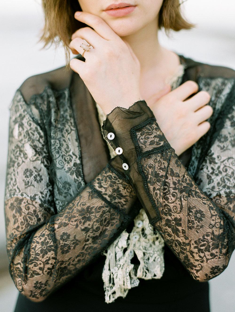 film-editorial-vintage-black-dress_0056.jpg