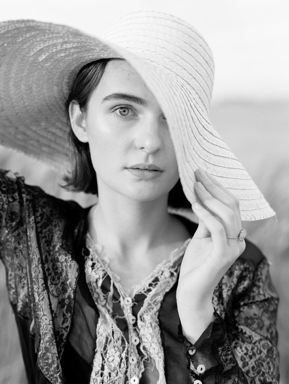 film-editorial-vintage-black-dress_0070-2.jpg