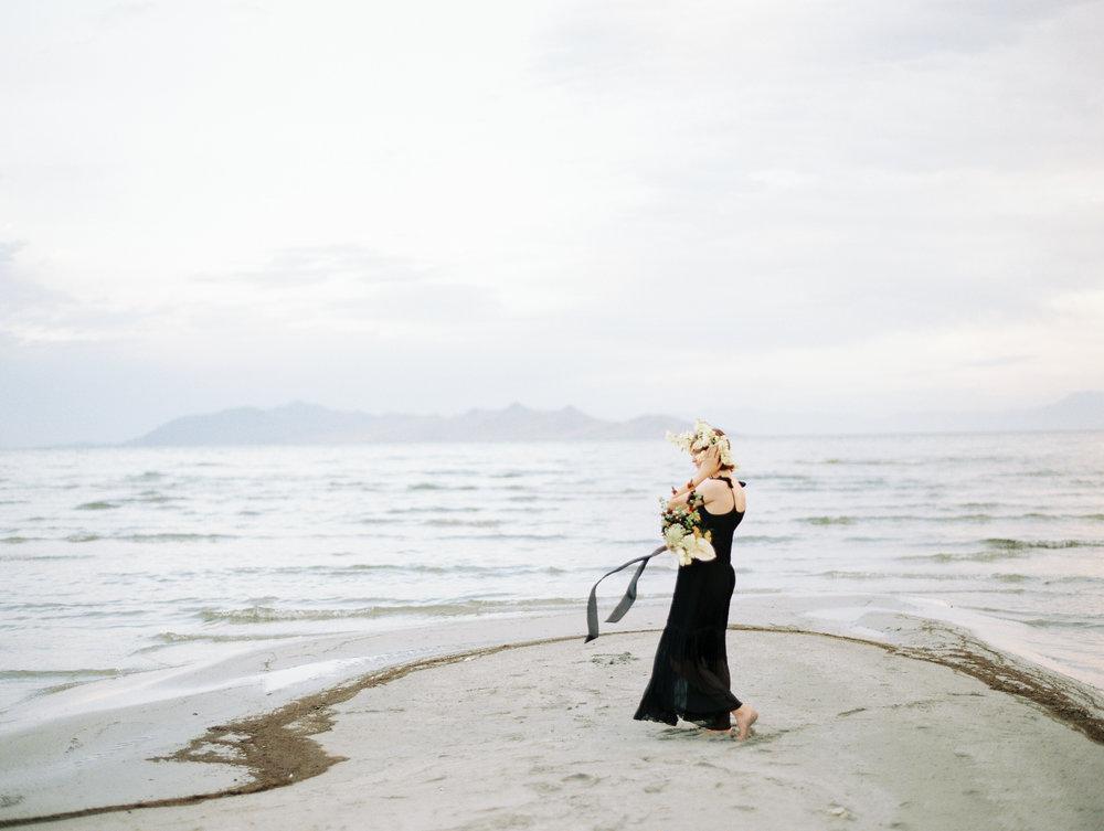 film-editorial-vintage-black-dress_0077.jpg