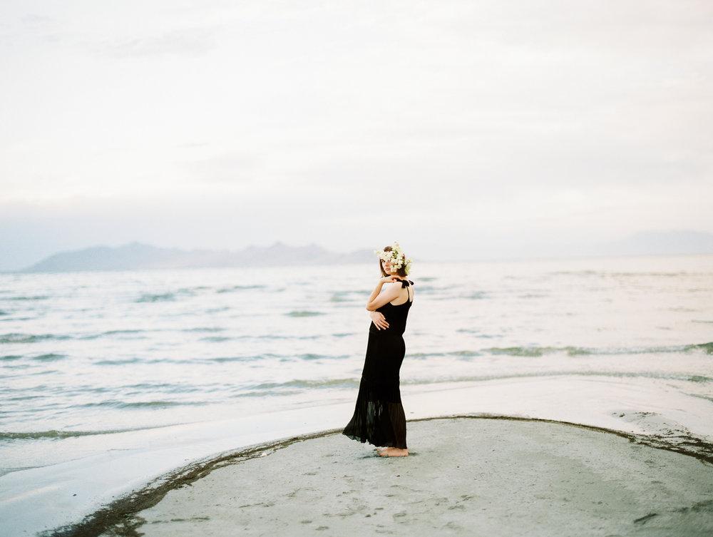film-editorial-vintage-black-dress_0089.jpg