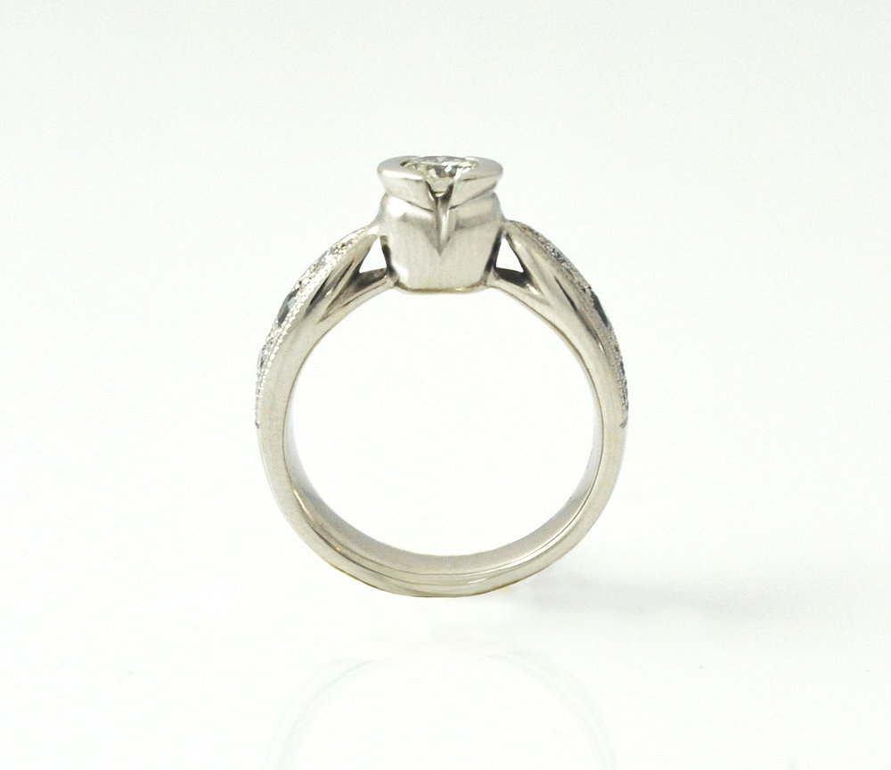 Profile view of Tulip ring