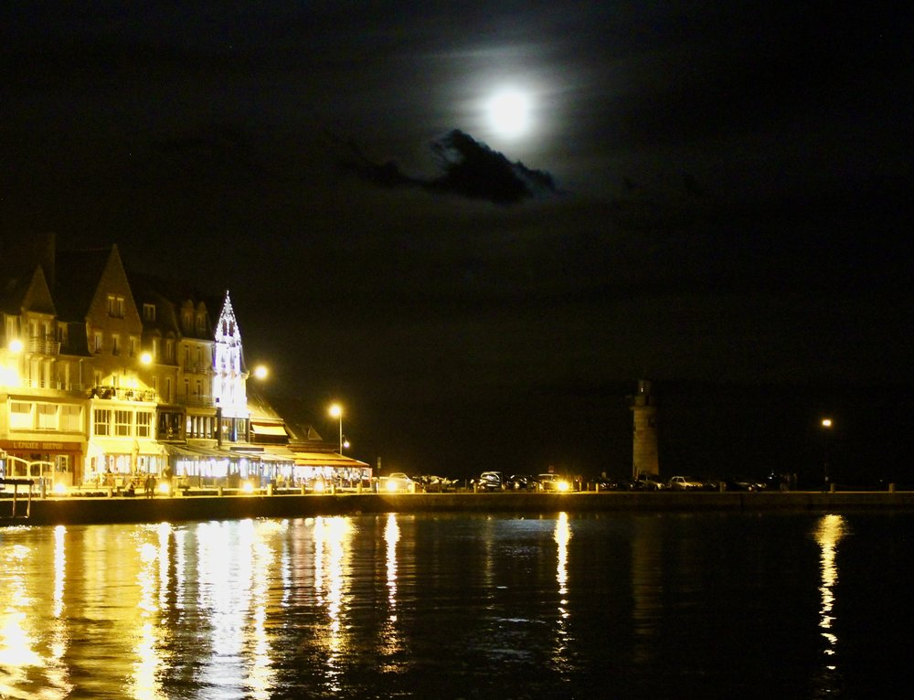 Cancale at night