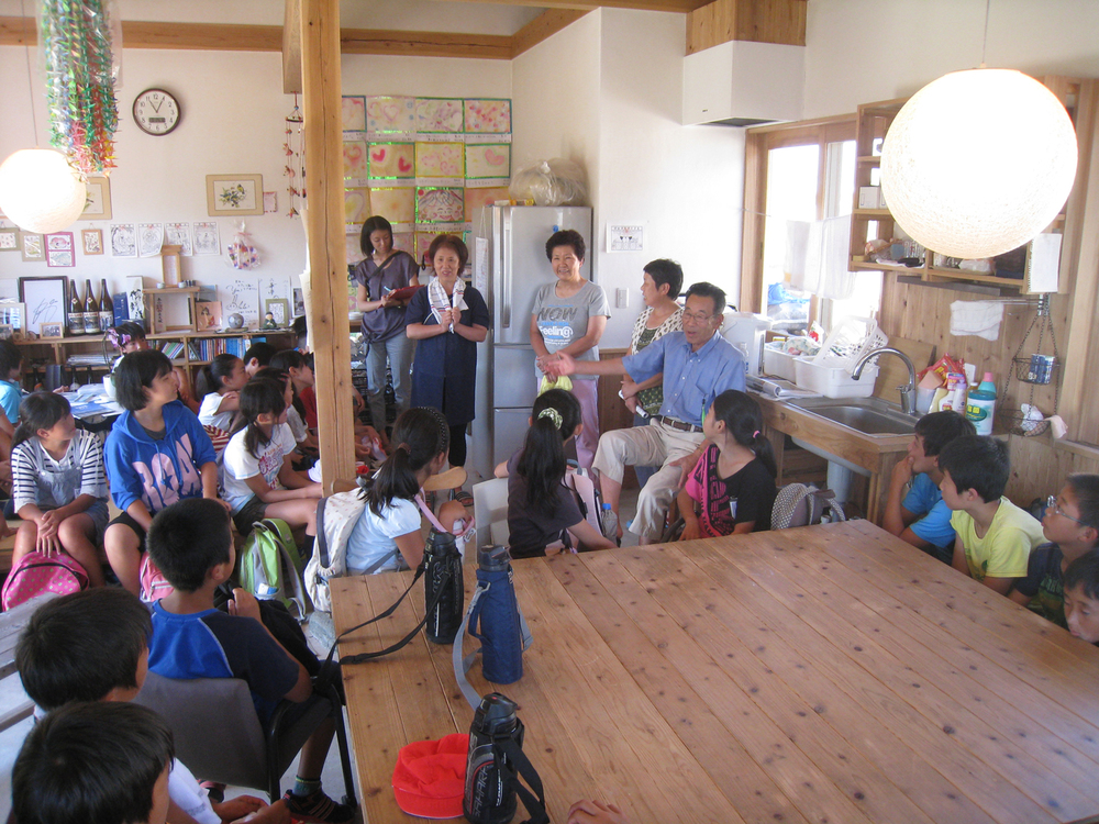 Sendai_6_Visit-by-elementary-school-students.jpg