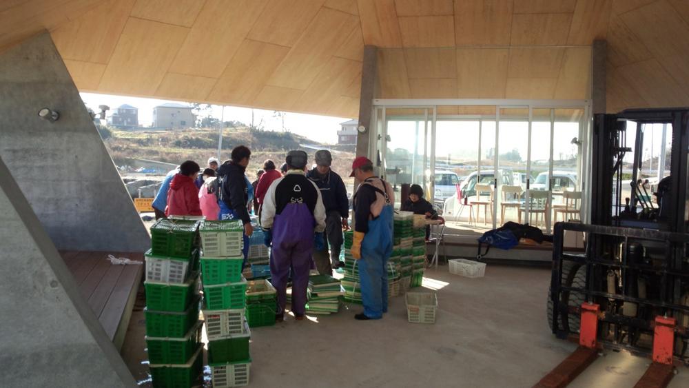 漁で獲れた新鮮な魚を地元住民に販売する市場として使用されている.jpg