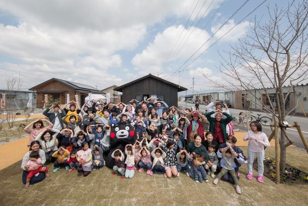 くまモンと一緒に熊本城ポーズ!! A Kumamoto Castle pose with Kumamoto mascot Kumamon!