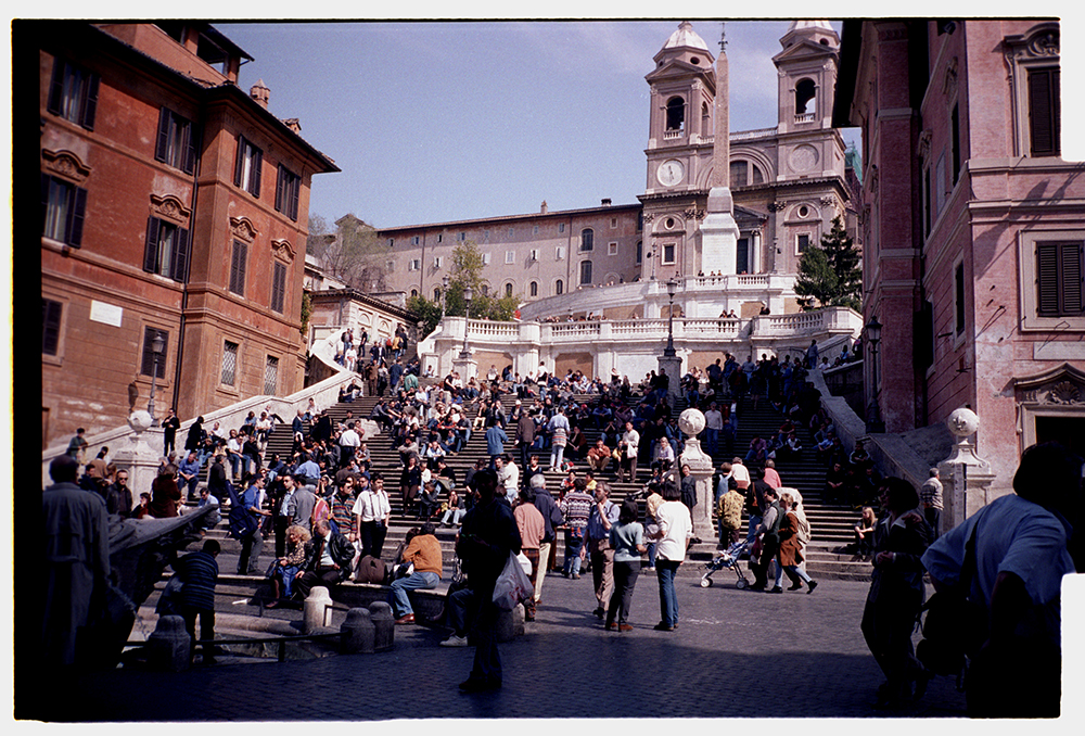 Piazza Spagna, Roma. Full negative print. Kodak Gold 100. Shot on a Contax T2.