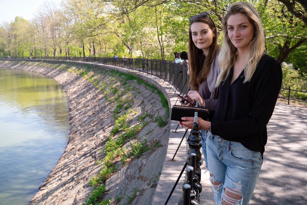 Leica M10 + 35mm f/1.4 Summilux AA - Less distortion at 35mm with faces on different focal plane. Here at the Jacqueline Kennedy Onassis Reservoir, in Central Park.
