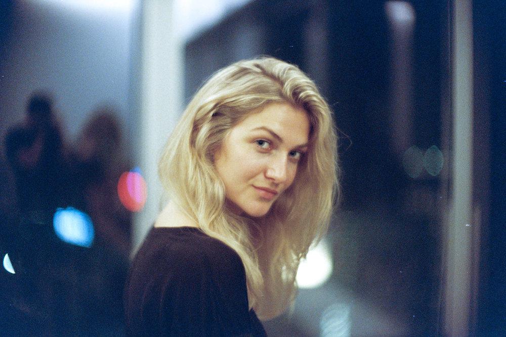 Leica M6 + Angénieux Paris 50mm f/0.95 Type M1 - Kodak Portra 800