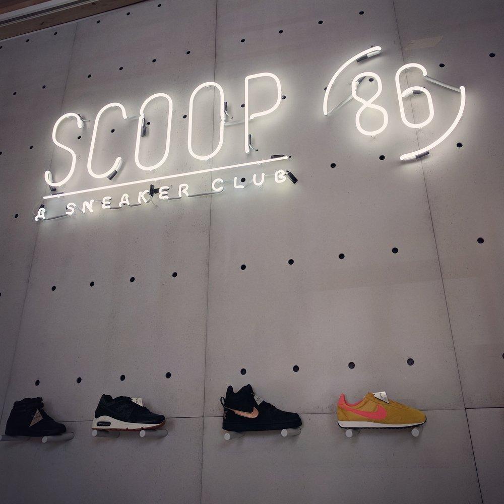 Neonreclame voor 'SCOOP' Luxemburg