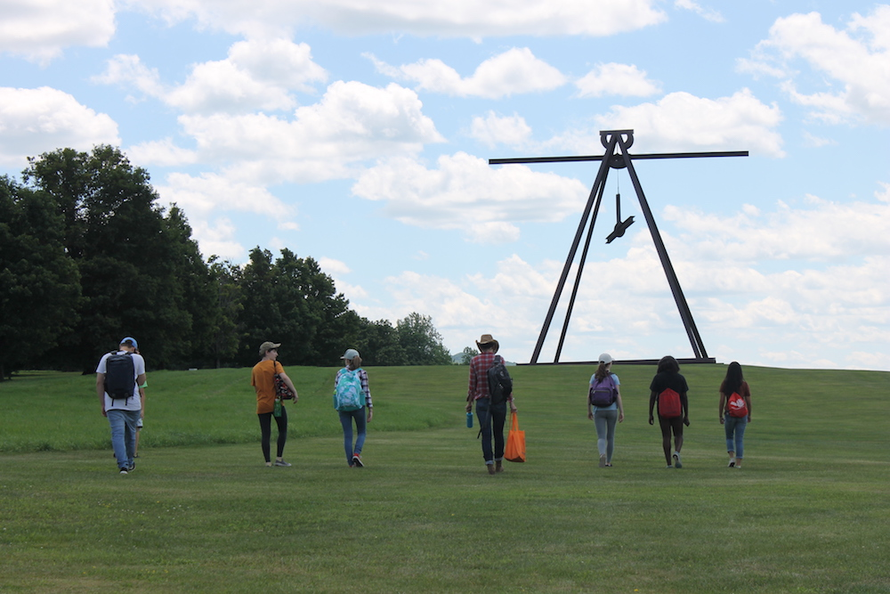 Mark di Suvero. Pyramidian, 1987/1998. Gift of the Ralph E. Ogden Foundation.  © Mark di Suvero, courtesy of the artist and Spacetime C.C.