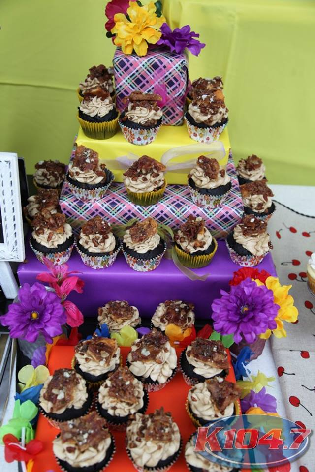 The winning cupcake, Bourbon Bacon Cupcake, baked and presented by Daniela Haugland. Photo Credit: Digital Weddings