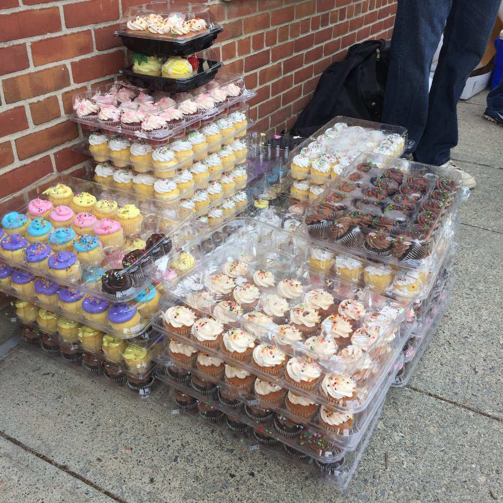 How many cupcakes should you bring if you're a cupcake vendor? A lot. This is just a fraction - 1/279th - of the cupcakes that were for sale.  Photo Credit: Katie Hellmuth Martin