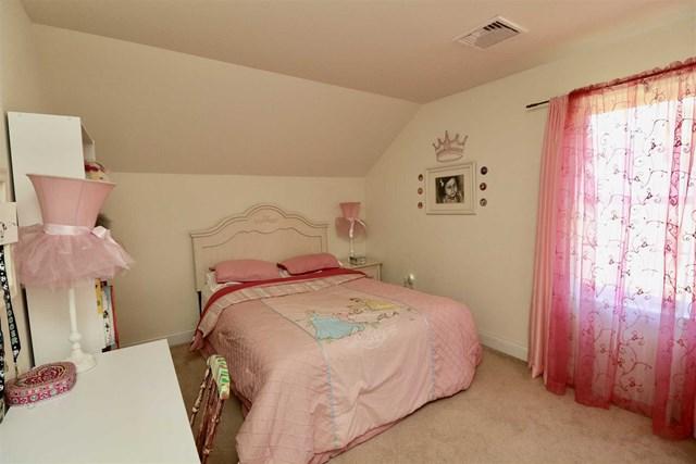 32 victor road bedroom girl 17.jpg