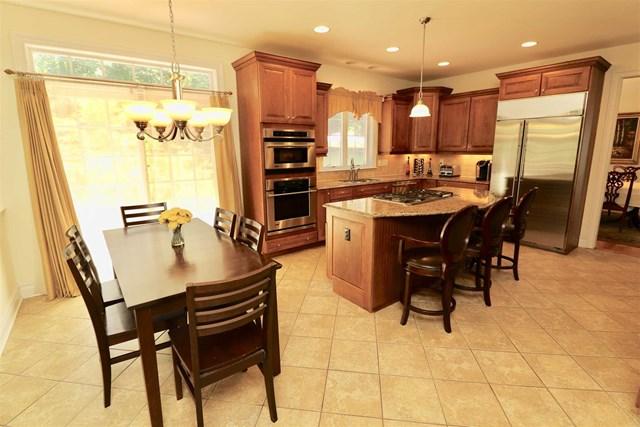 32 victor road kitchen 10.jpg