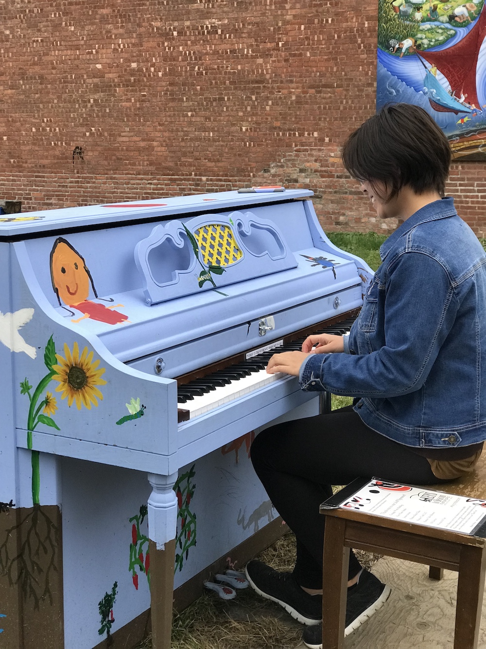 keys to beacon 2018 sunflower playing.jpeg