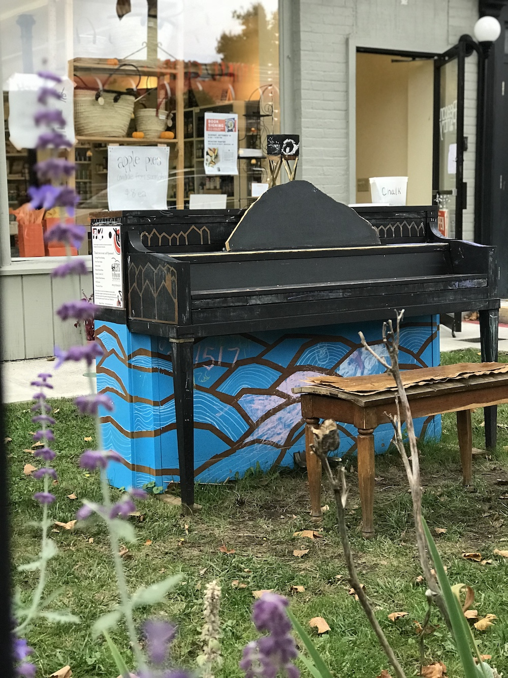 Piano outside of Beacon Pantry.  Photo Credit: Izdihar Dabashi