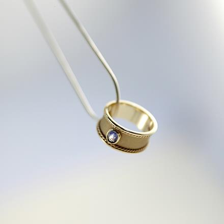 Mary Murphy is a jewellery designer  /artist   working in precious metals alongside diamonds, gemstones and pearls. She creates bespoke commission pieces and offers a remodelling service.   Mary also delivers  a range of workshops.       http://marymurphyjewellery.com