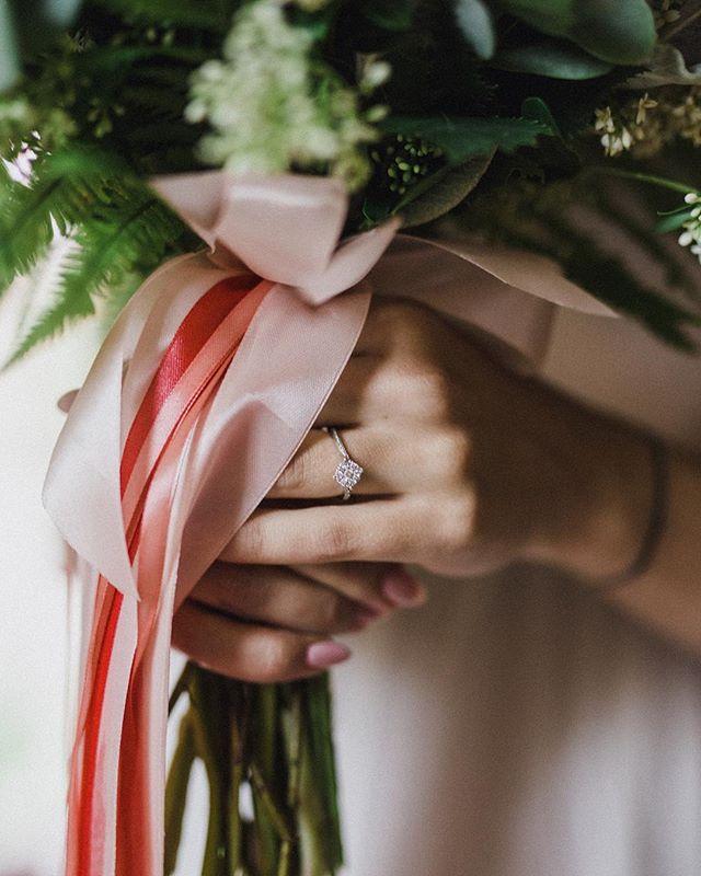 Uwielbiam takie subtelne i minimalistyczne pierścionki zaręczynowe 😍💍🌿