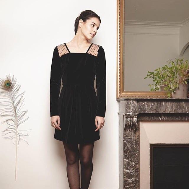 Vous avez trouvé votre tenue pour le Réveillon ? On a la parfaite petite robe noire, en velours et plumetis, à la fois élégante, douce et intemporelle... à ressortir pour une soirée d'hiver habillée ou un dîner en amoureux ! Vous la trouverez en exclusivité chez @lesboudeuses_ 87 Rue d'Aboukir, jusqu'au 31 décembre !  #lapetiterobenoire #fashion #paris #frenchdesigner #ootd #love #reveillon #madeinfrance #creation #autre #style #elegance #littleblackdress #girl #pretaporter #frenchy #velvet #romantique