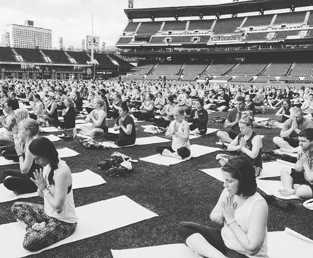 #yogaday at PNC park #omsintheoutfield #yogalove  What an amazing weekend with the #mintedcrew !! And the highlight was yoga in the #pittsburghpirates outfield !  #mintcondition #minted #happyhealthyactive #zen #fitcouple #yogamonth #yogalove #yoga #yogainspiration