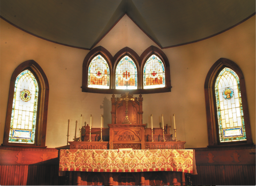 Altar with Windows 1500.png