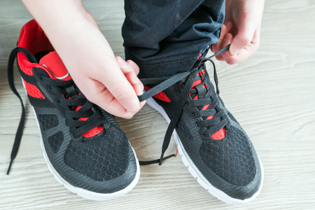 38100539_S_tyingshoes_boys_schoolshoes_.jpg