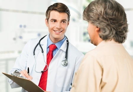 48079095_S_Doctor_Patient_Smiling_Clipboard_.jpg