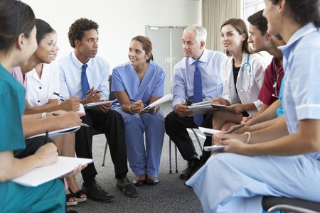 42164328_S_doctors_students_nurses_meeting.jpg