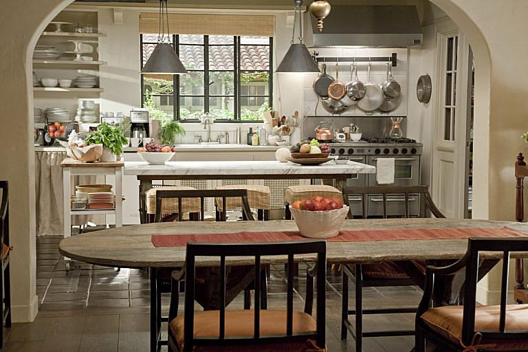 its-complicated-set-decor-dining.jpg