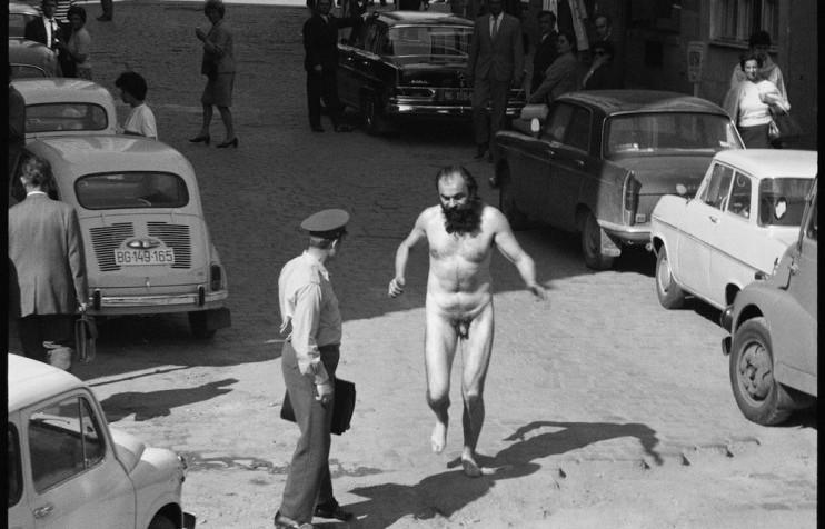 Tomislav Gotovac,  Streaking  , 1971