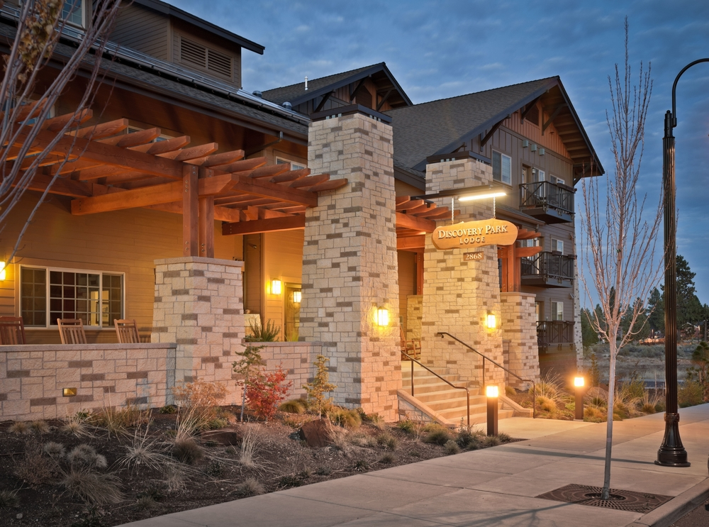 Discovery Park Lodge - entrance at evening.jpg