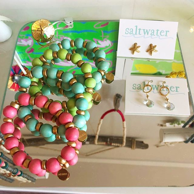 New chunky wooden bracelets in the happiest of colors! Perfect teachers gift, or just a little treat for you. Pop into @saltwaterct or DM to order.🤗👌 #friyay