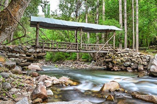 river-2402898__340.jpg