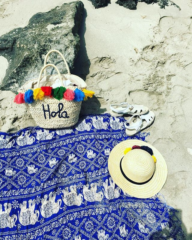 Hola to all my playas out there #playa #beach #beachwear #sandals #flatlay #vacation #packing #summer #summerholiday