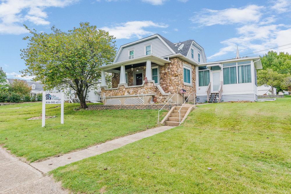 Stone-Cottage-Hermann-Missouri-vacation-rental-01-1118.jpg