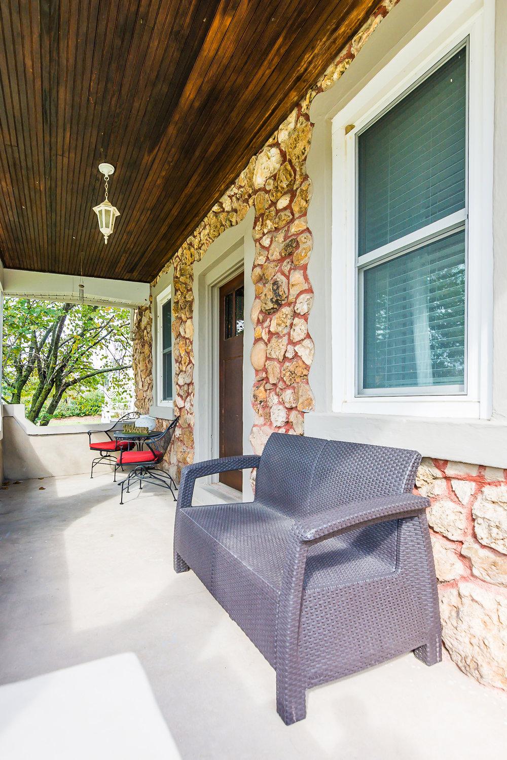 Stone-Cottage-Hermann-Missouri-vacation-rental-02-1004.jpg