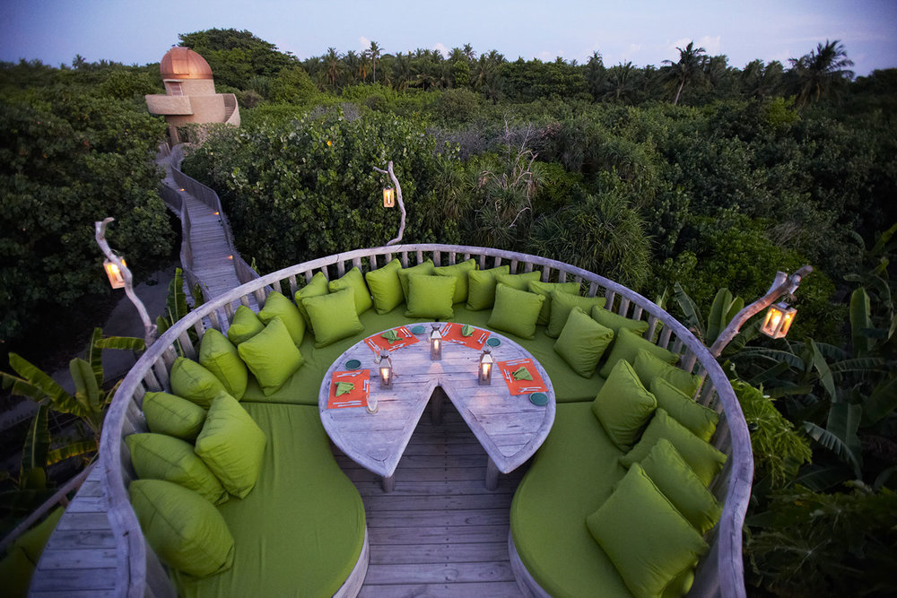 Soneva-Fushi-Star-Table-at-Fresh-in-The-Garden-by-J-Sundermann.jpg