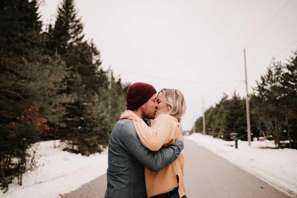 Snowy_engagement_session-76.jpg