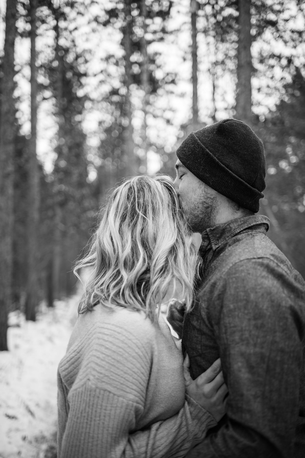 Snowy_engagement_session-78.jpg