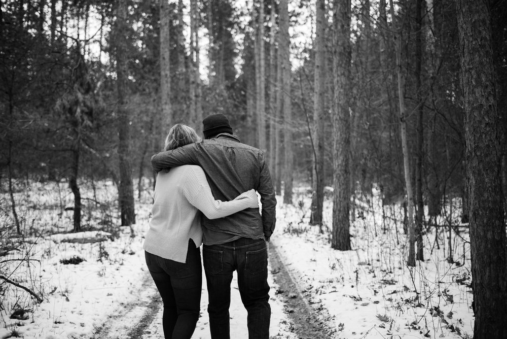 Snowy_engagement_session-77.jpg