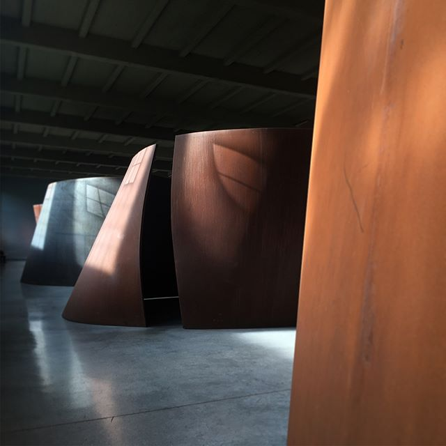 #richardserra: the amazing power of three elements: Space, Light, Scale. . Since tactility, movement and acoustics are so consequential to the unmediated experience, a visit to @diaartfoundation is highly recommended!