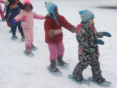 Kids snowshoeing with the WinterKids FunPass