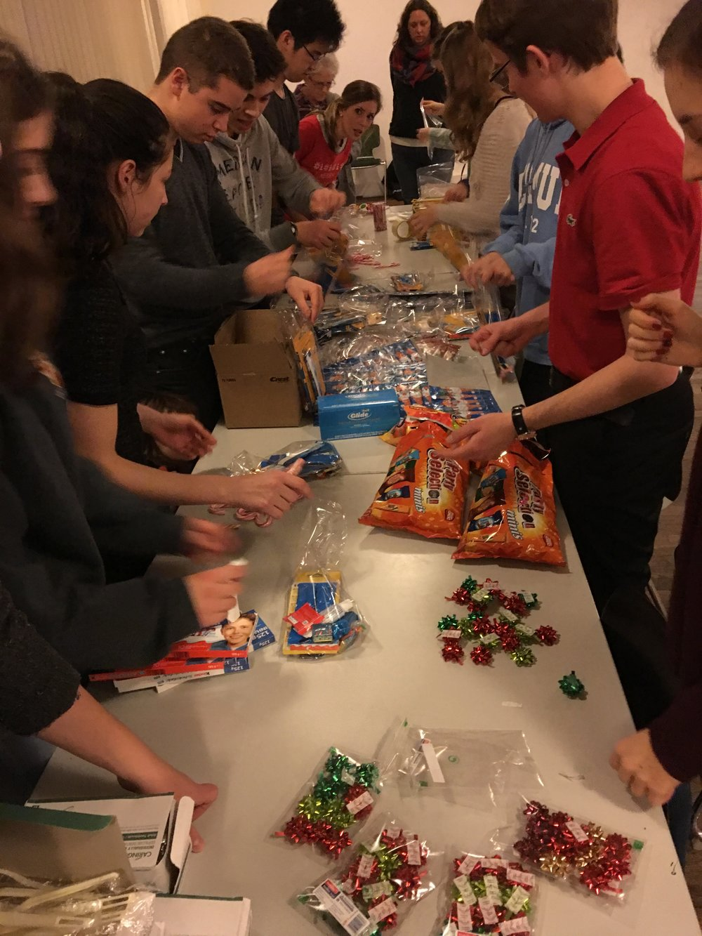 Teens wrapping gifts for refugees