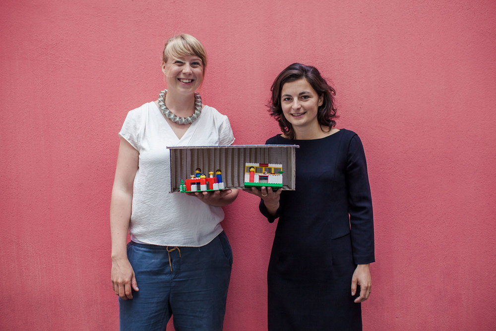 Jule and Rabea with the first Container prototyp in Lego ©Advocate Europe