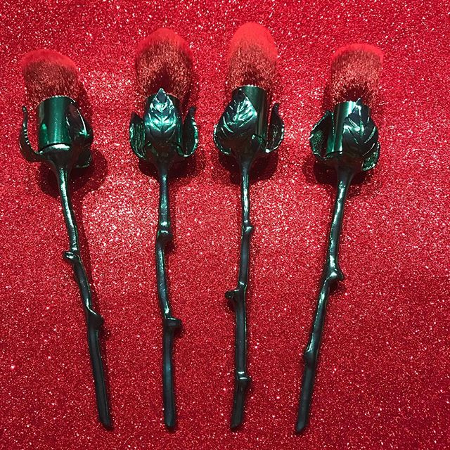My kind of 🌹 🌹🌹 Love these brushes by @storybookcosmetics