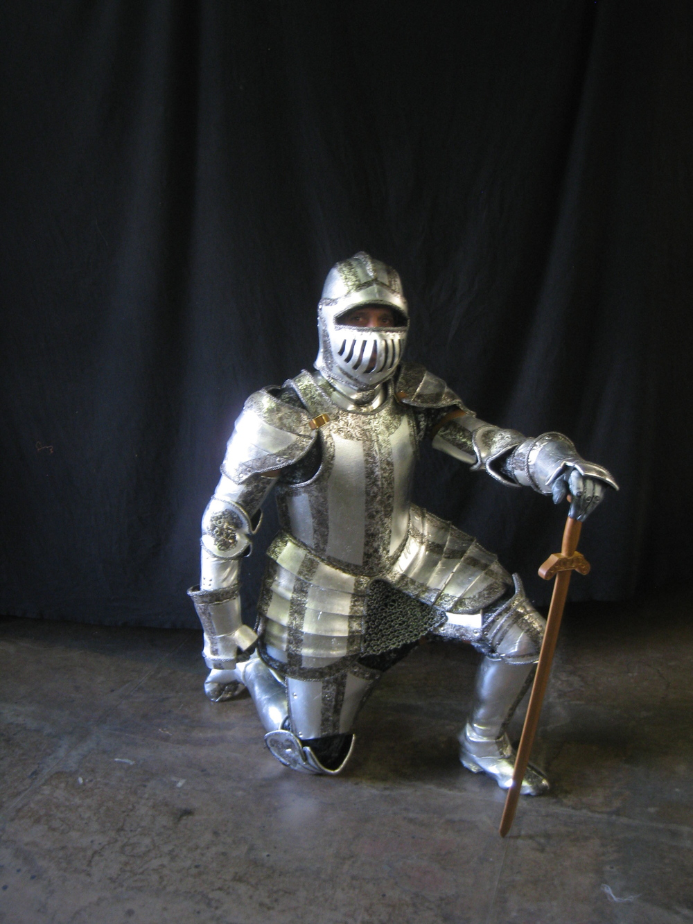 Silver Knight Kneels.JPG