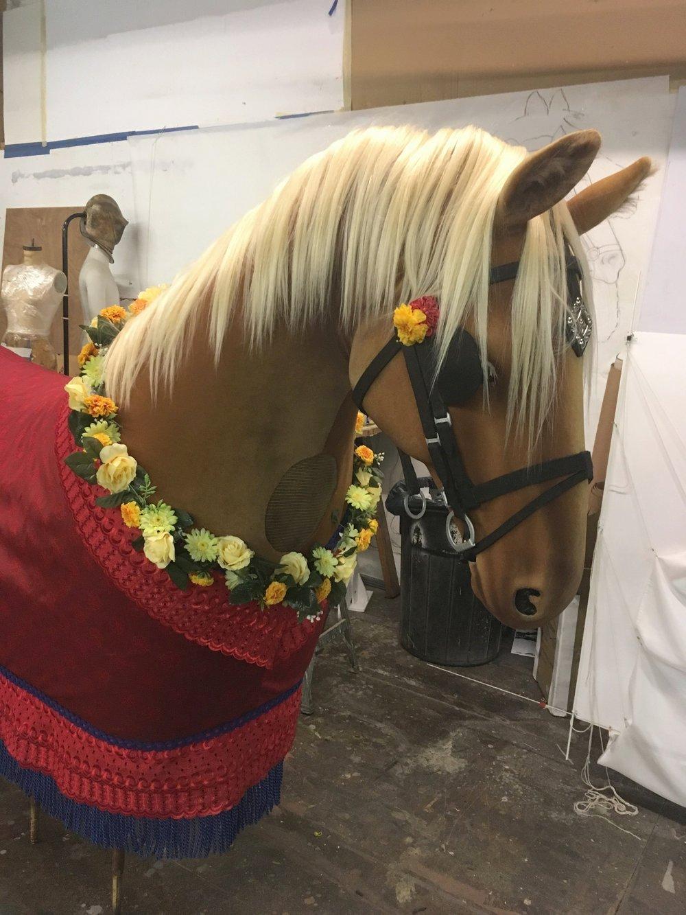 Hello Dolly Horse