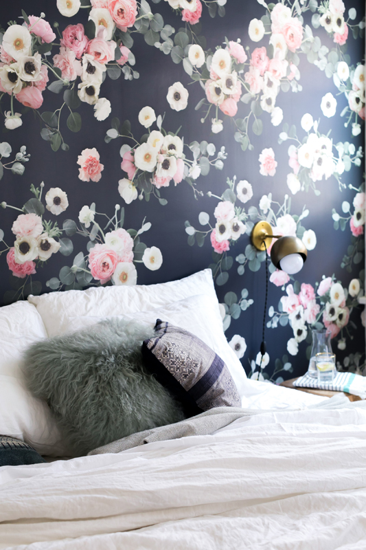 Example of the Traditional Prepasted wallpaper - Midnight Floral