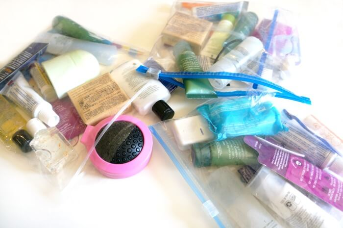 toiletries-bags-for-homeless-people