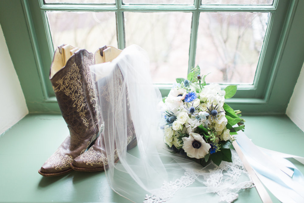 Real - - Pros: There's nothing like a stunning bouquet of fresh flowers. A beautiful bouquet is the perfect accessory to the day. They can be used to style so many of your photos. Cons: They don't last as long as their faux counterparts. They can be dried if you are wanting to save them.